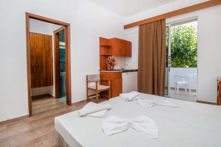 achousa-hotel_10108_room1.jpg