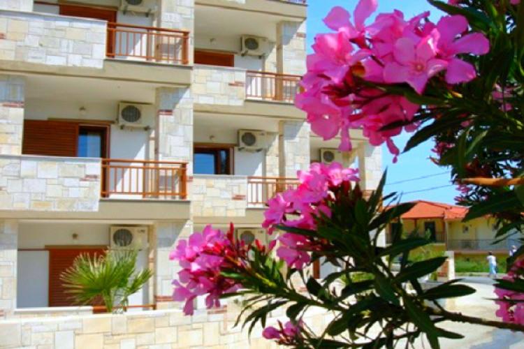 hotel-medusa_442_halkidiki-hotel-medousa-exterior-hotel-flori.jpg