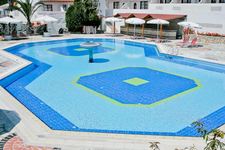 macedonian-sun_2931_halkidiki-hotel-macedonian-sun-piscina-exterioara.jpg