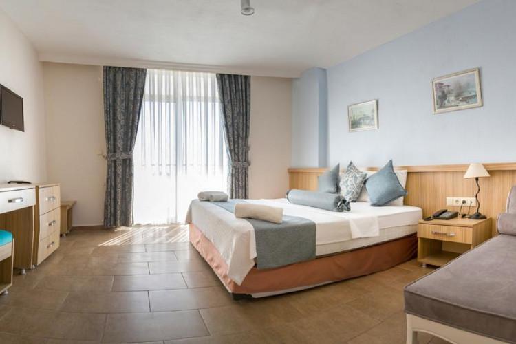 ponz-hotel_69723_49243428.jpg
